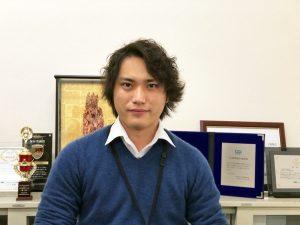 営業部 主任 田中 義弥(たなかよしや)